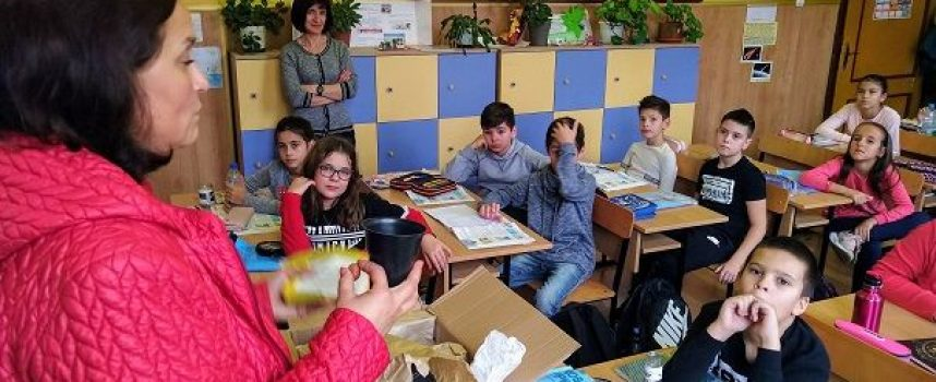 Фондация дари детските градини и училищата в Пещера