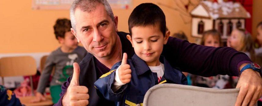 """Децата от ЧДГ """"Доброта"""" се запознаха с пътните правила, гостува им полицейски екип"""