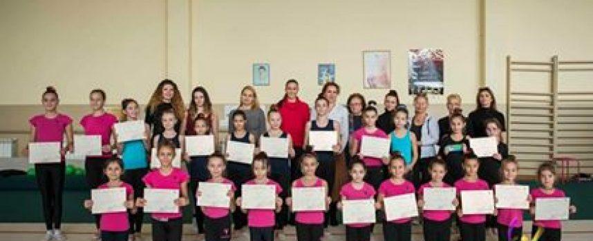 Художествена гимнастика: 21 деца от Пазарджик защитиха ниво пред елитна комисия