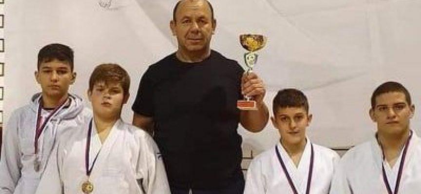 """Купа и пет медала за СК""""Кодокан"""" и Спортното училище от турнир в Сърбия"""