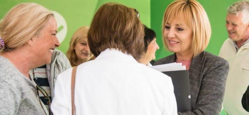 Манолова обвини премиера Борисов, че източва държавата