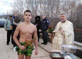 Първи братовчеди хванаха кръстовете в Бошуля и Величково