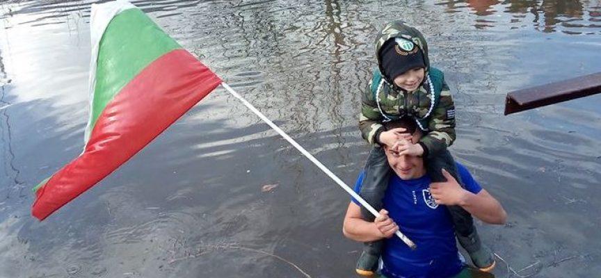 КРЪСТНОСЦИ: Ето кои са хората, които скочиха с успех в реките на Бошуля, Ветрен дол, Ветрен, Карабунар, Злокучене, Ковачево и Семчиново