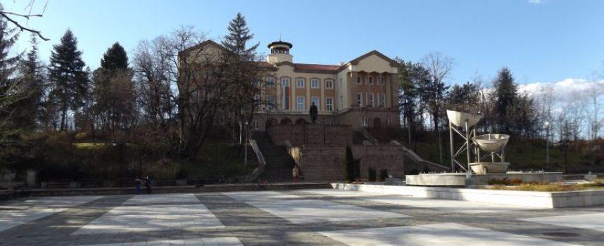 Брациговци не харесват фонтана на централния си площад, бил грозен