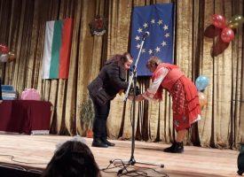 В Ракитово: Кметът на общината Костадин Холянов ориса 90 бабинчета