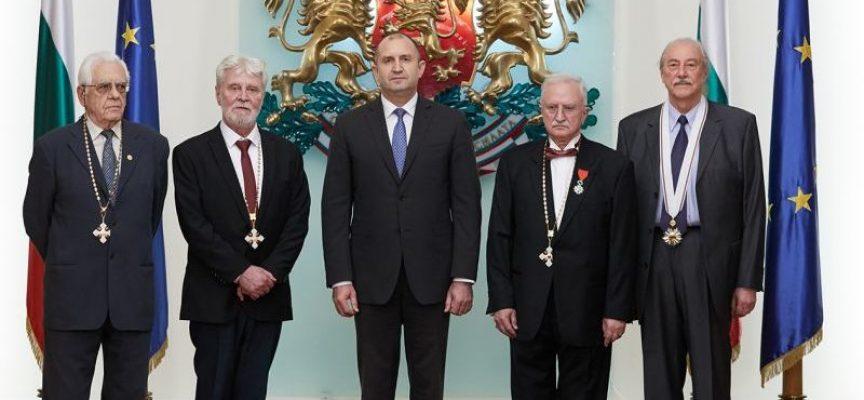 Президентът Румен Радев удостои с държавни отличия дейци на културата, науката и медицината