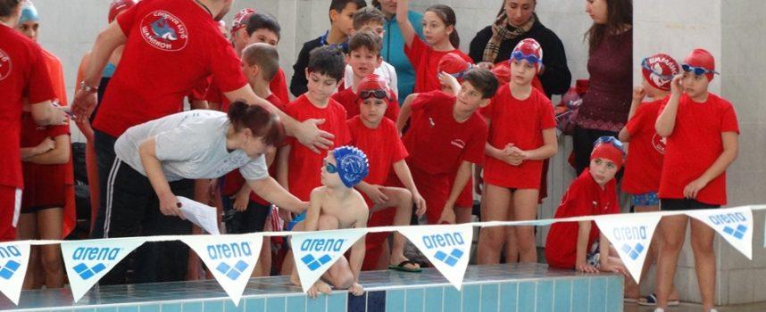 """Шампиони съдийстваха на турнира по плуване """"Шампион 2020"""""""