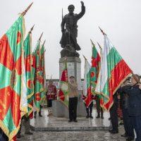 Пазарджик: Кмет и областен сведоха глава пред монумента на 27 Чепински полк, заради Булаир