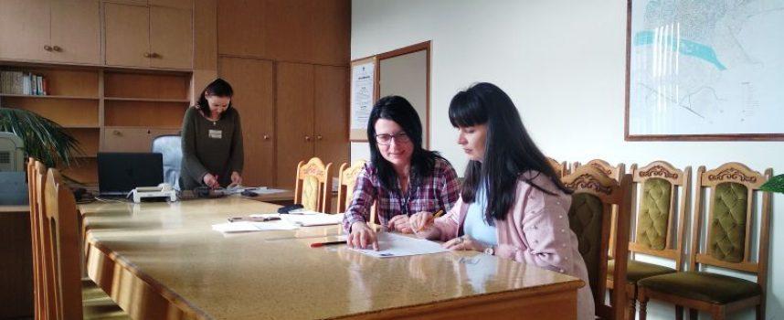 40 данъчни подадоха документи за нова лична карта в сградата на НАП