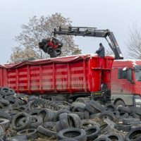 Над 35 тона стари гуми са извозени от нерегламентирана площадка в Пазарджик