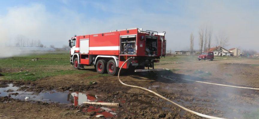 Горя барака във Велинград, лумнаха пламъци и в Батак