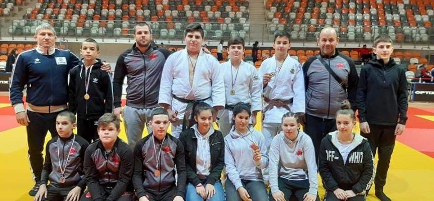 """13 медала за СК """"Кодокан"""" от Държавното лично първенство за юноши и девойки"""