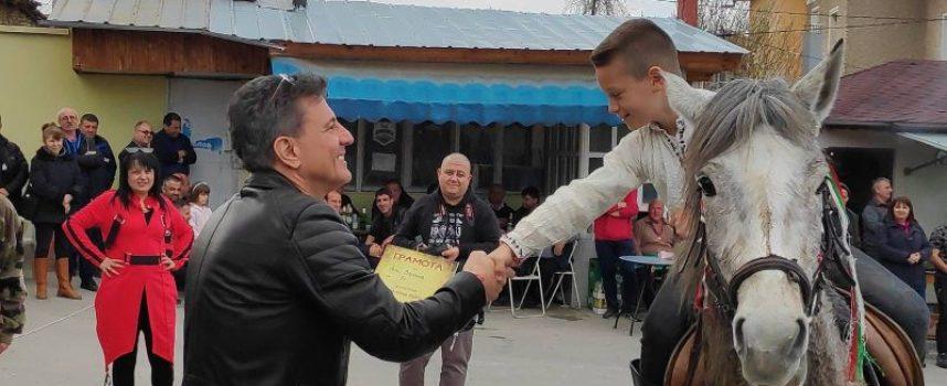 Тодор Попов награди победителите в Конските кушии в Паталеница