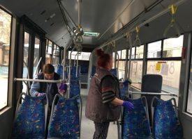 Дезинфекцират автобуси и тролейбуси срещу COVID – 19
