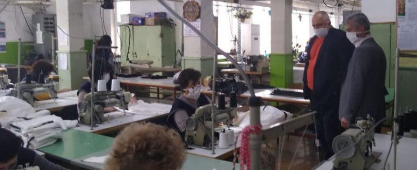 2000 защитни облекла поемат към болниците