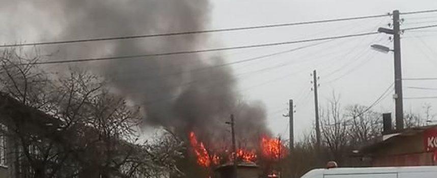 Пожар овъгли къща в Памидово (обновена)