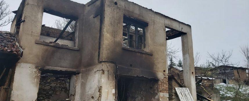 Двама церовци спасиха човек от горяща къща