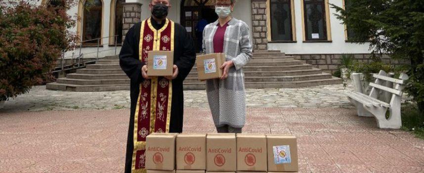 """""""Дабъл Д Груп"""" дари на храмовете в Пазарджишка, Пещерска и Панагюрска духовна околия 12 кашона с почистващи спрейове"""