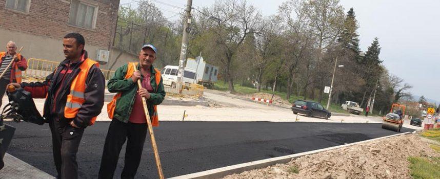 В Светли понеделник започна асфалтирането, на първия етап от ремонта, на главната улица в Бошуля