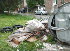 Читателска връзка: Защо преместиха кофите за смет в парка?