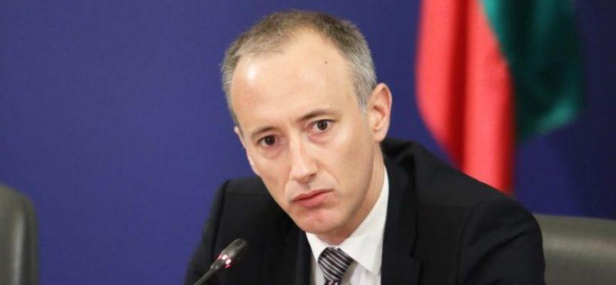 Министър Вълчев: Балове може да има през юни и юли
