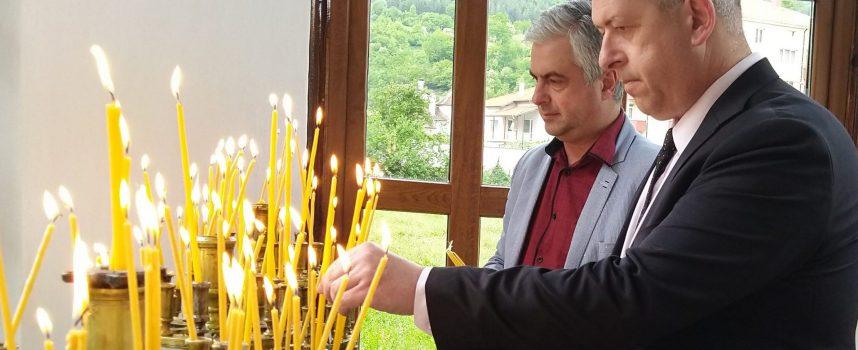Йордан Младенов и д-р Н. Пенев поднесоха венци в знак на признателност