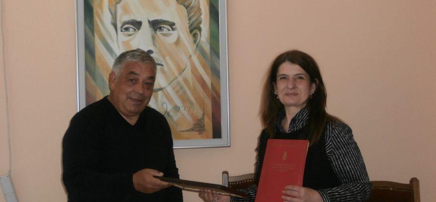 """Величка Петрова е """"Библиотекар на 2019 г."""" на Регионална библиотека """" Н.Фурнаджиев""""-Пазарджик"""
