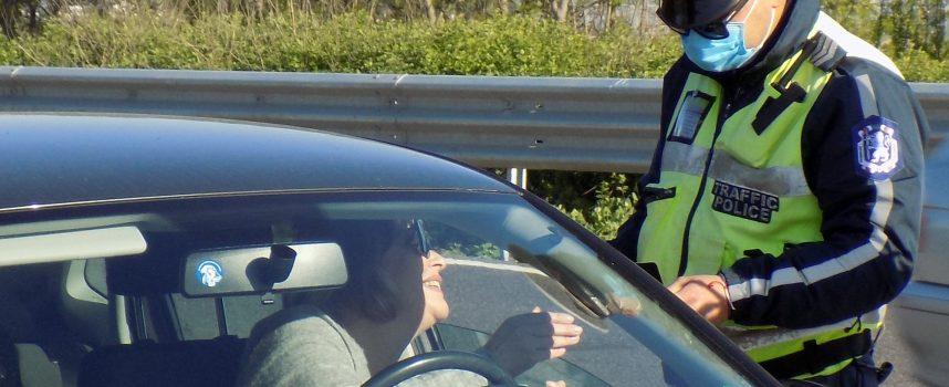 Задържаха двама с алкохол зад волана, мъж от Виноградец разиграва полицията
