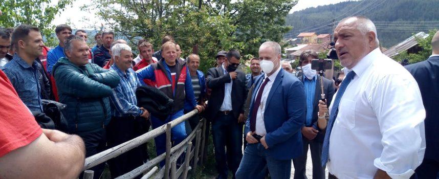 Посрещнаха Бойко Борисов в Кръстава