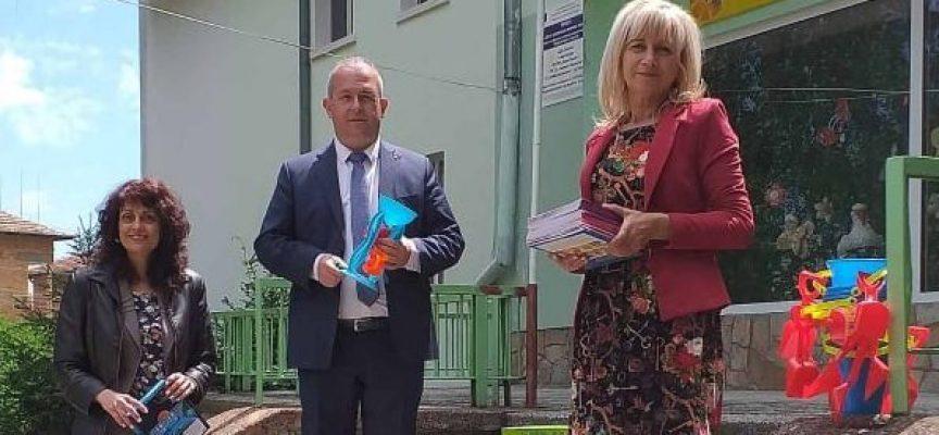 Кметът на Пещера дари детските градини послучай 1 юни
