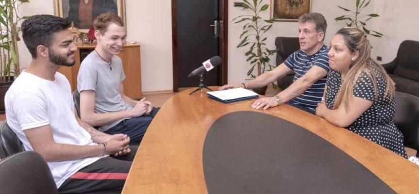 Кметът Тодор Попов се срещна със зрелостниците, на които е попечител