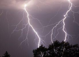Какво да правим при гръмотевична буря? Най-опасна е кълбовидната мълния