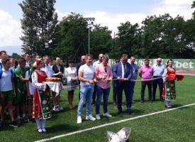 Тодор Попов, Емил Костадинов и Борислав Попов прерязаха лентата на новото игрище