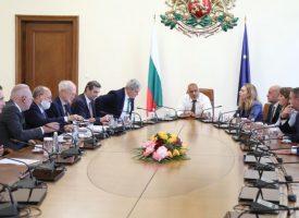 Бойко Борисов се срещна с представители на бизнеса и синдикатите, бистрят мерки за спасение от кризата
