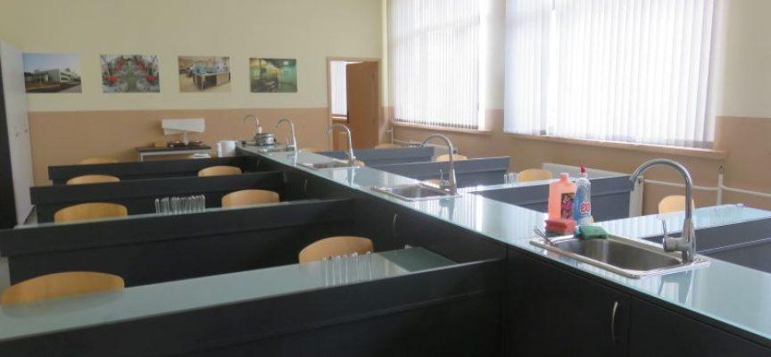 """Успешен старт на учебната година отчитат в ПГХВТ """"Ат. Ченгелев"""", зрелостниците от специалност """"Биотехнологии"""" с реализация на 100%"""