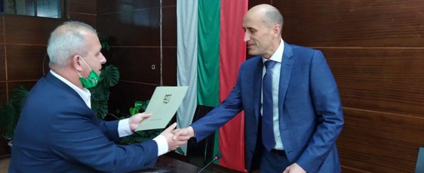 Кметът на Пещера прати Благодарствени писма и плакети на Георги и Кирил Домусчиеви