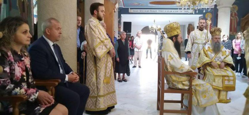 Кметът на Пещера се черкува за здраве в Брацигово, дядо Николай дойде за храмовия празник