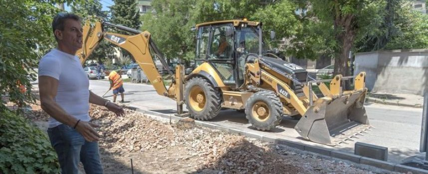 Община Пазарджик продължава програмата за реновация на тротоари