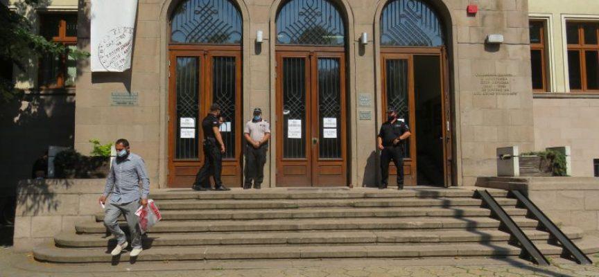 Районната прокуратура в Пазарджик разследва инцидента с блъснатата кола в Панагюрище, синът на Никола Белишки е бил там
