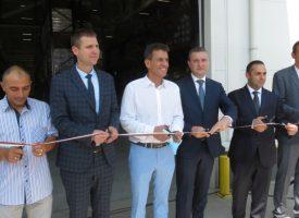 Тодор Попов, Владислав Горанов и Емил Караниколов резнаха лентата на новата база на Ариете Логистик ЕООД, премиерът я разгледа