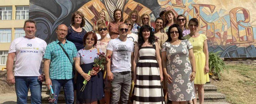 Георги Руков изписа Климент Охридски на стена в училището