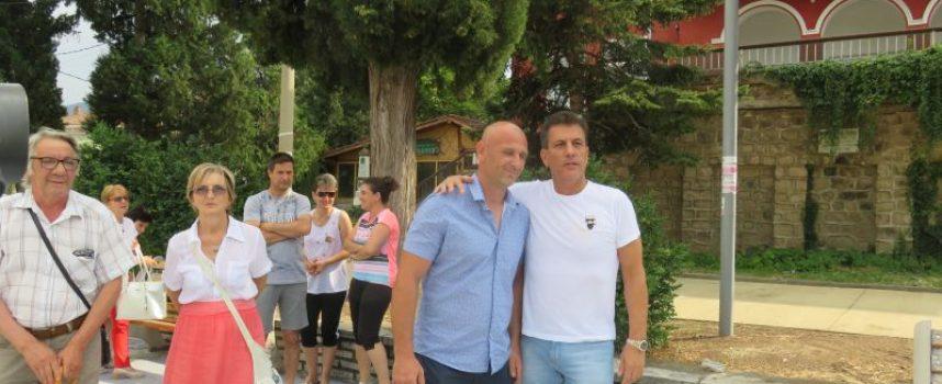 Кметът на Пазарджик Тодор Попов се срещна с жителите на Црънча, ето какво става с дарението на Делян Пеевски (видео)