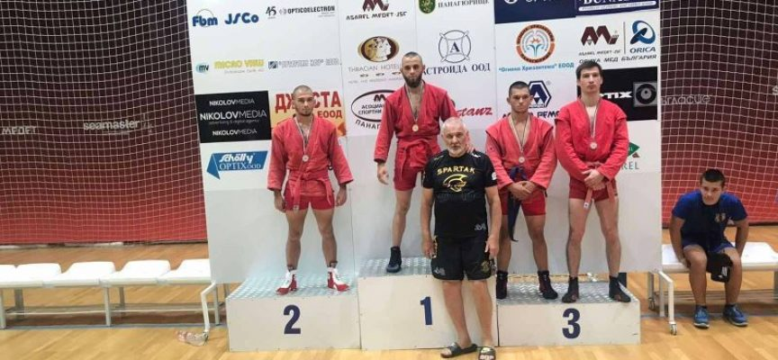 Иван Вакарелски с бронз от  Държавното по самбо