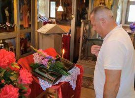 Йордан Младенов се помоли пред иконата на Св. Неделя в К. Димитриево