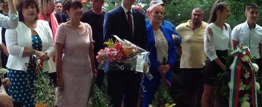 Цвета Караянчева откри паметник на летец-изпитател във Виноградец