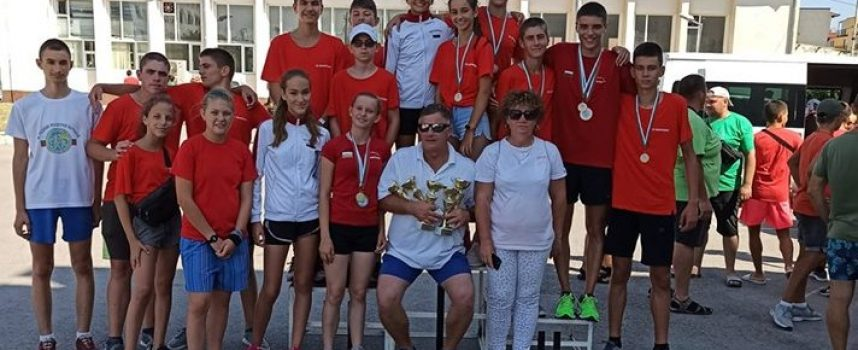 """Четири златни отборни купи за СК""""Шампион"""" от четири възможни и бронз в добавка"""