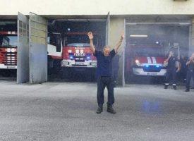 Пожарникарят Георги Бирников даде днес последно дежурства, отива в пенсия след 28 г. отдаденост на службата