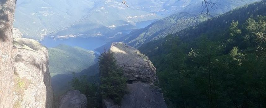 Туристи алармират: Обезопасете Бекови скали!