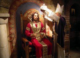 Езикът на символите: Защо  владетелите носят корона?
