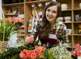 Букет или саксийно цвете за първия учебен ден?